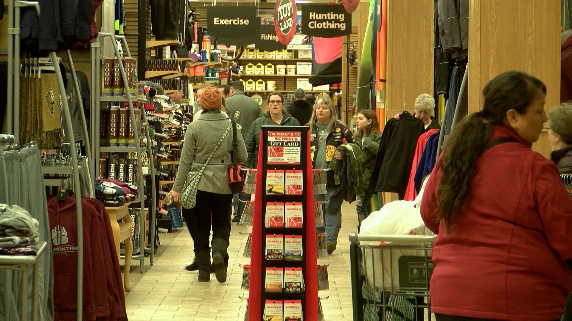 Stores open late for last minute holiday shoppers