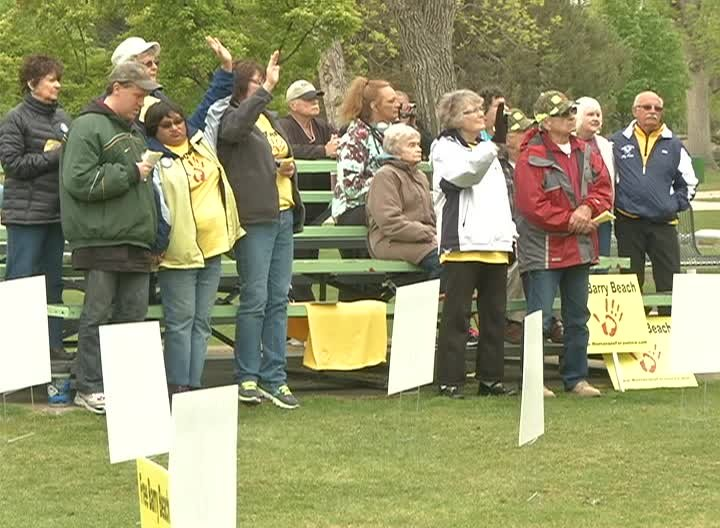 Supporters of convicted killer Barry Beach came together for a prayer vigil in Great Falls on Friday (MTN News photo)
