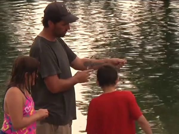 Kids out fishing with their dad in Helena. (MTN News photo)